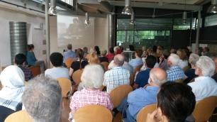 """Knapp 70 Besucher kommen in die Bruckmühle, um den Film """"Amal"""" zu sehen. Foto: cr"""
